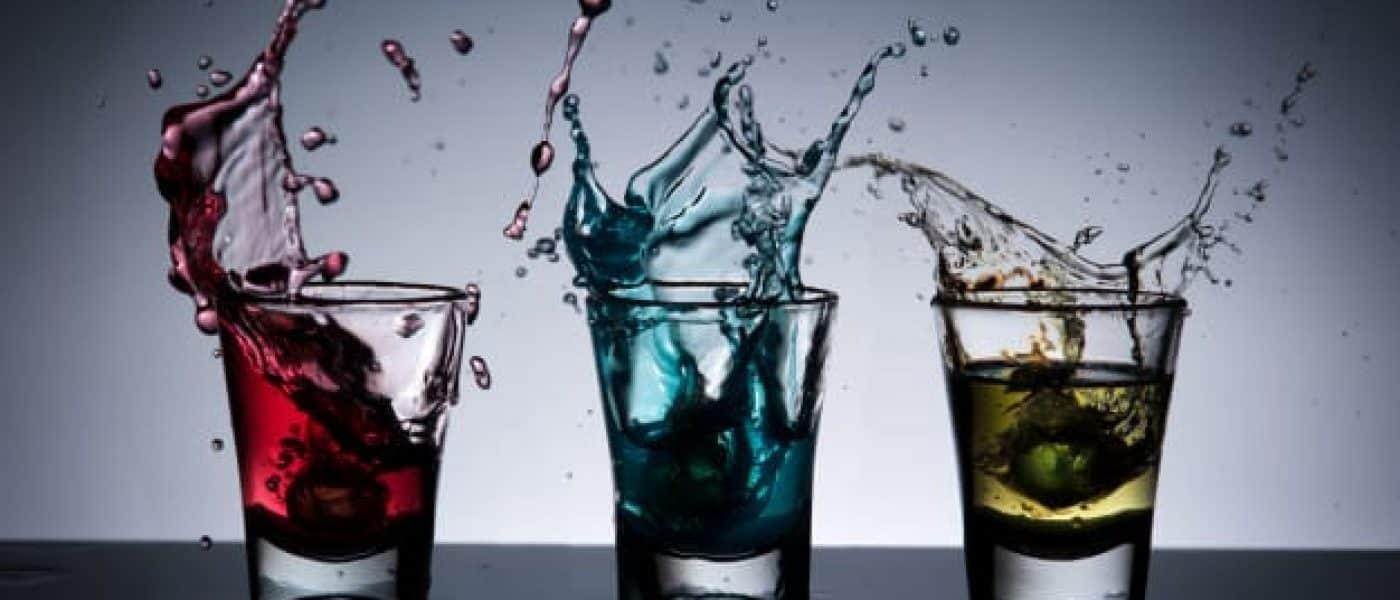 splash-alcohol-cocktail-glass_33882-288